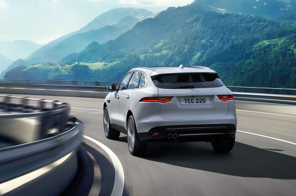 2017-Jaguar-F-Pace-rear-three-quarter-in-motion-04.jpg ...